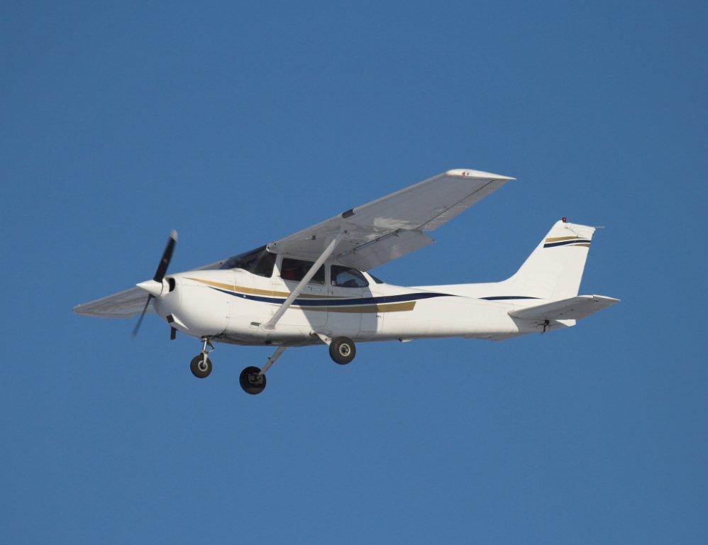 Video: Pilot Lands Cessna 172 After Prop Falls Off ...